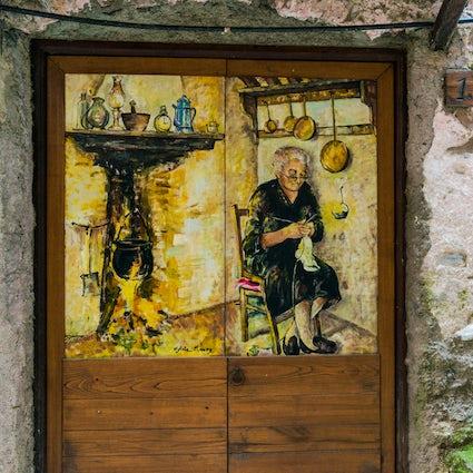 Entdecken Sie Dolceacqua und seine Legenden mit einem Glas Wein und einer Michetta