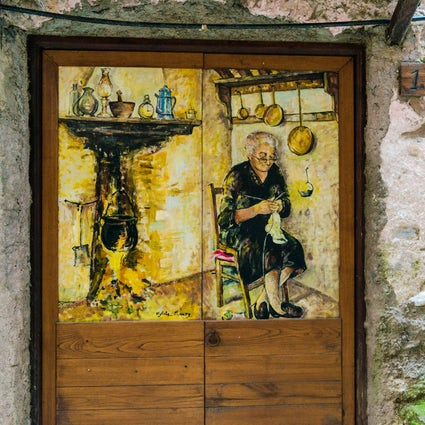 Discovering Dolceacqua and its Legends with a glass of wine and a michetta