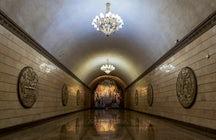 Descubrir las maravillosas obras de arte del metro de Almaty