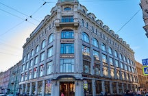 'Au Pont Rouge' department store, St. Petersburg: kingdom of commerce
