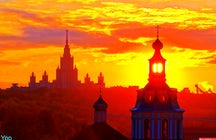 A stunning sunset near the Russian Academy of Science in Moscow