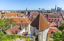 Explore el casco antiguo de Tallinn con un presupuesto