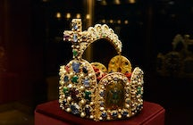 Imperial Treasury of Vienna: where the Holy Grail hides