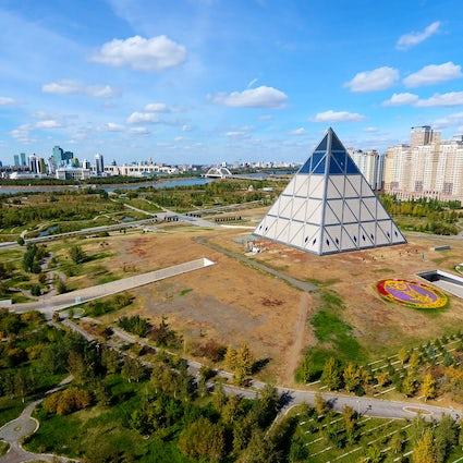 Pyramide - le Palais de la Paix et de la Réconciliation à Nur-Sultan