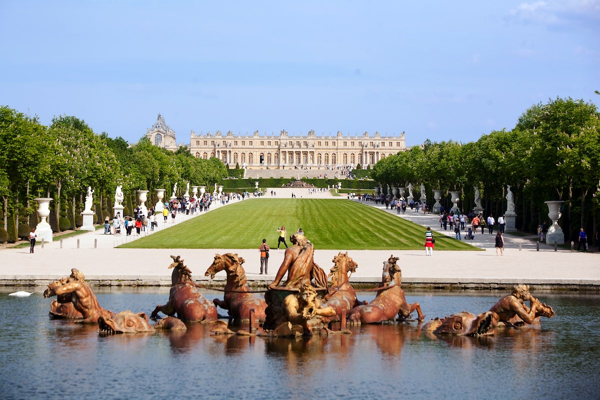 Sun is up on the Chateaux of Versailles and its garden
