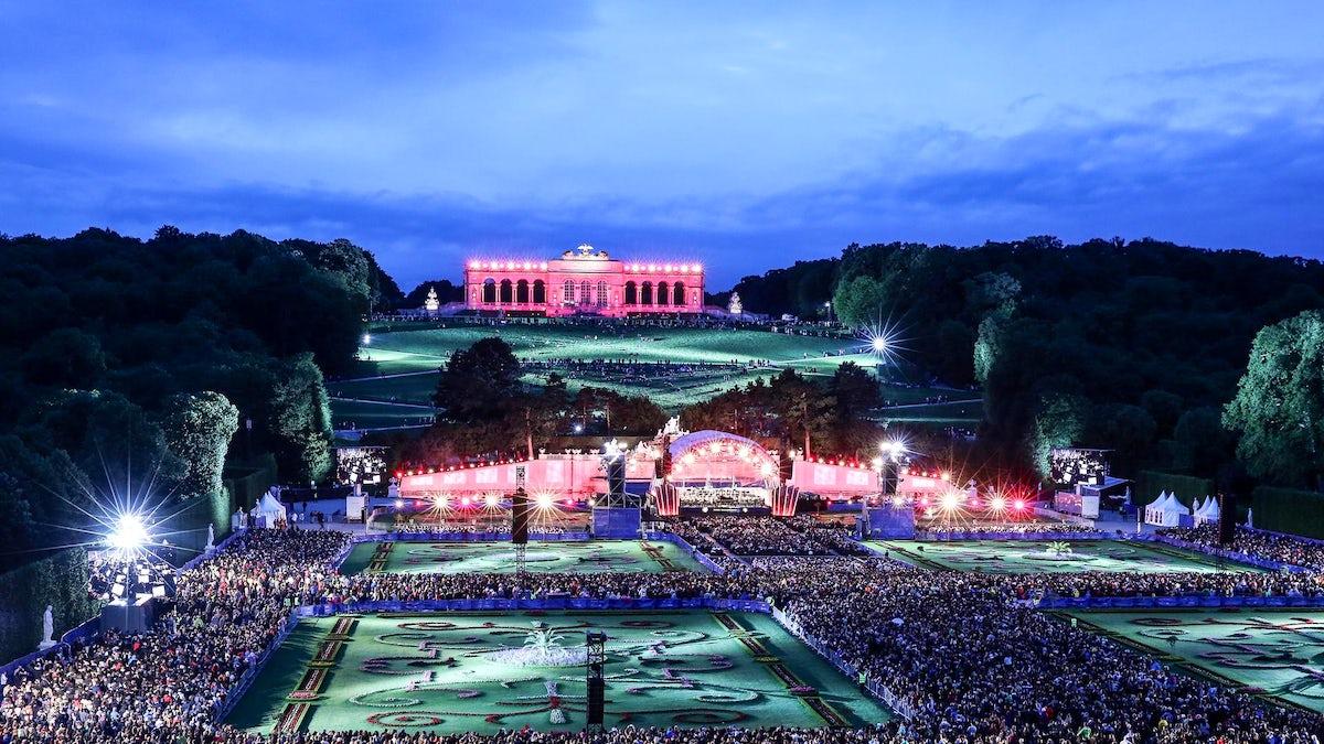 100.000-visitors classical music concert: Sommernachtskonzert