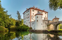 Snežnik Castle – the festivals, bears and wedding ceremonies