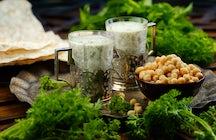 Pruebe las mejores bebidas hechas de yogur en Azerbaiyán: Dovga & Ayran