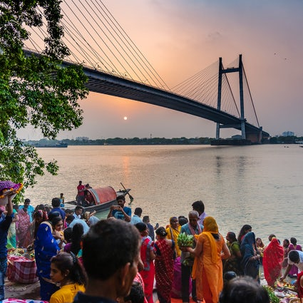 Genießen Sie einen Hauch von frischer Luft am Prinsep Ghat in Kalkutta.