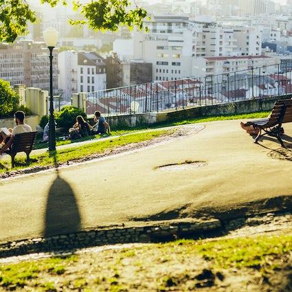 Détente dans les Jardins du centre de Lisbonne