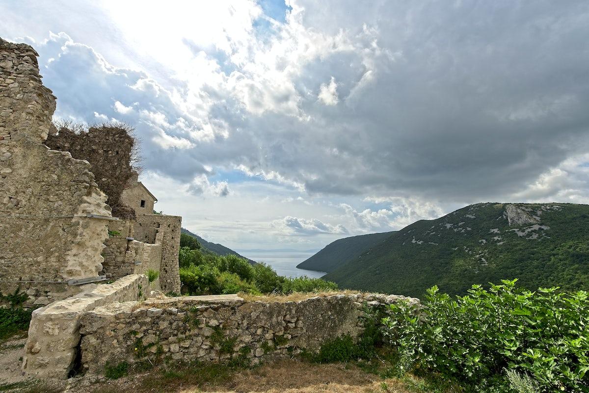 Amazing viewpoints of Istria: Gračišće and Plomin
