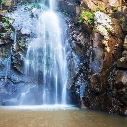 Turystyka piesza w Puerto Vallarta: od plaż, przez dżunglę, po wodospady