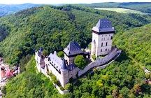 Het sprookjesachtige kasteel van Karlstejn in Tsjechië