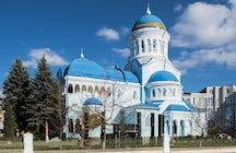 Bewonder de schoonheid van de St. Constantijn en Elena Kathedraal in Bălți.