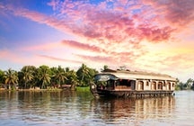 Spend a day aboard a houseboat in the Kerala backwaters