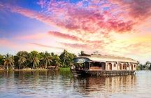 Pasar un día a bordo de una casa flotante en los remansos de Kerala